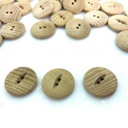 Guzik drewniany z oczkiem przy dziurkach
