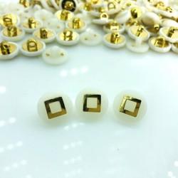 guzik biały ze złotym kwadratem